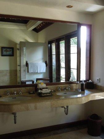 Natura Resort and Spa: Bathroom