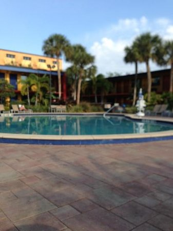 Coco Key Hotel and Water Park Resort: Poolside 9am.