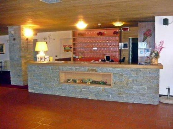 Hotel Villaggio Girasole: Reception Desk
