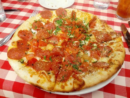 Swiss Hotel Bar and Restaurant: Pepperoni pie