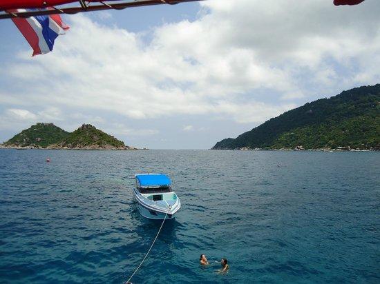 Aqua Tao: Une photo prise du bateau pour montrer le panorama
