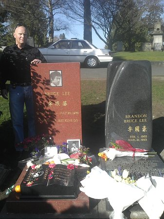 Bruce Lee Grave Site: Water can flow, or it can crash.