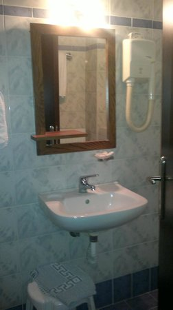 Hotel Niovi: The Bathroom