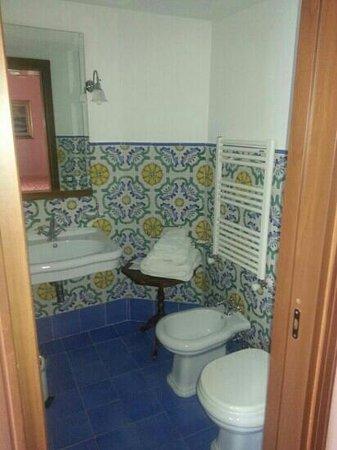 Bagno vietri foto di villa denise vico equense - Ceramiche vietri bagno ...