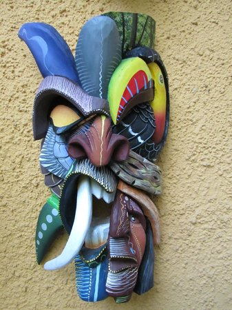 Hotel Casa 69: Native mask - hand carved