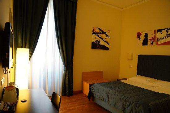 Rome Armony Suites: Room