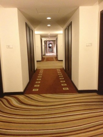 Impiana KLCC Hotel: The nice play on graphics with the carpet leading to the spa on level 4