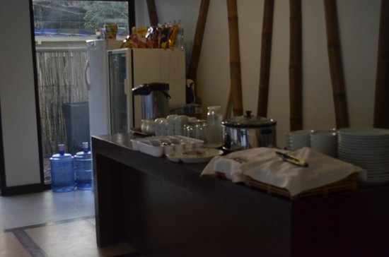 Coron Village Lodge: This is the breakfast buffet table.