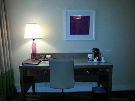 Renaissance Malmo Hotel: working table