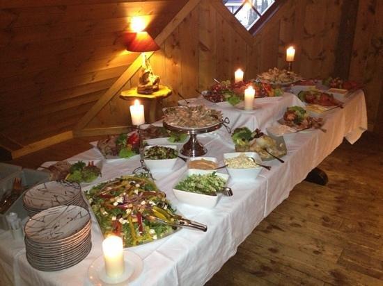 Aegir Brewery & Pub: Tapas bordet med norske retter
