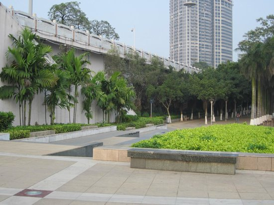 Nanning Travelling With Hostel: Nice riverfront park at the back of the hostel