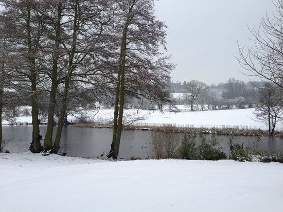 Abbey Farm Bed and Breakfast: Snowy view from the entrance beautiful & peaceful
