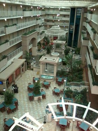 Embassy Suites by Hilton Atlanta - Airport: Atrium from 5th floor