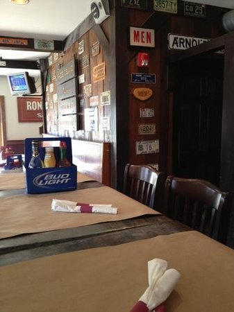 Crazy Burger Cafe & Juice Bar: Inside the tavern - those are license plates on the wall