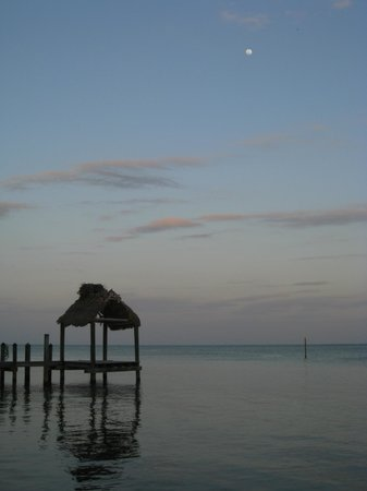 Sands of Islamorada Hotel: Sunset from the beach