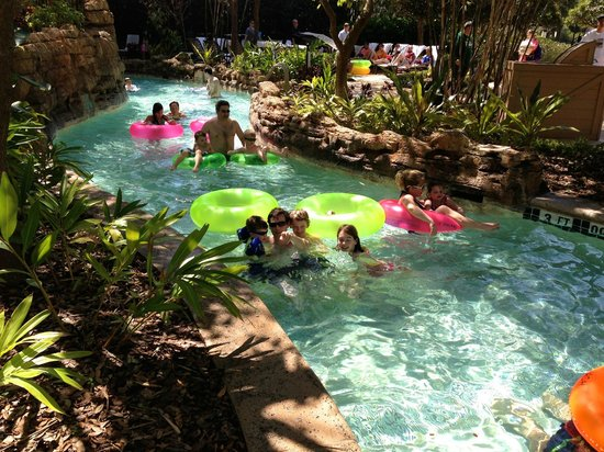 JW Marriott Orlando, Grande Lakes: Shaded Tropical Lazy River bend
