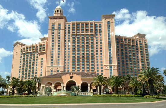 JW Marriott Orlando, Grande Lakes: Front of Hotel from Initial Arrival