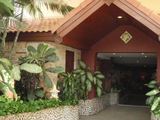 Pacific Club Resort: Hotel entrance