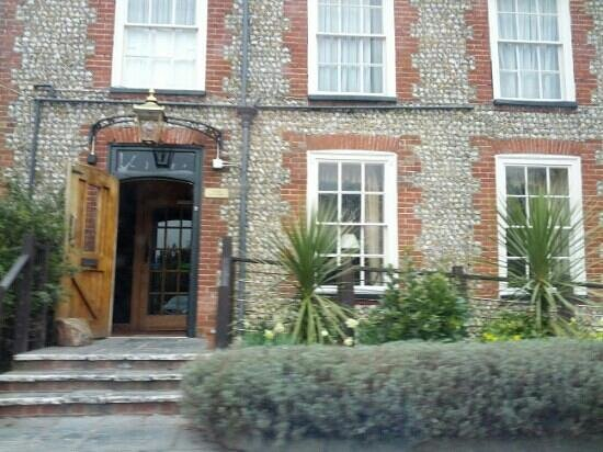 Bosham Inn: entrance