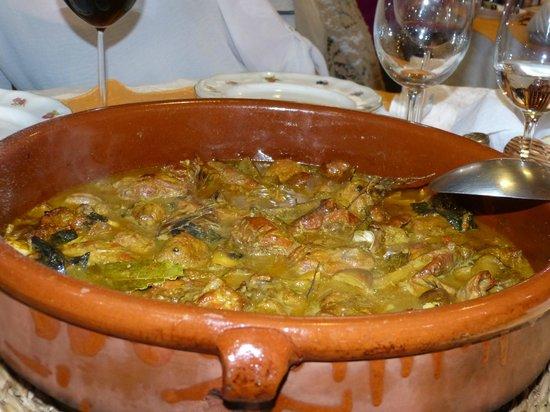 Mas de Roures: Cazuela de conejo con setas, caracoles y albondiguitas