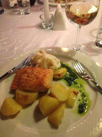 salmon in restaurant Jested