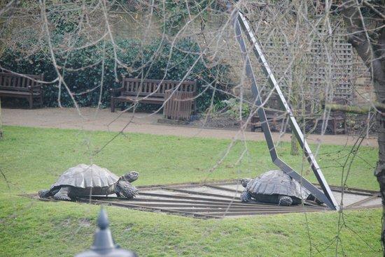 101 Abbotsbury Road: La vue de l'entrée du parc depuis la chambre