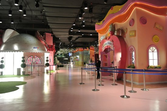 Sanrio Hello Kitty Town : its past 6pm, they did not shoo us away.. :p