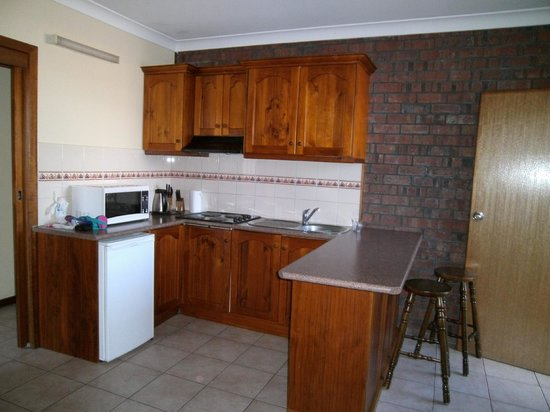 Glenelg Gateway Apartments: Kitchen