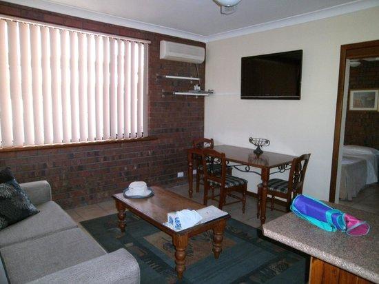 Glenelg Gateway Apartments: Living area