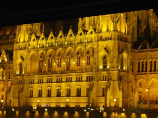 Marmara Hotel Budapest: Night view