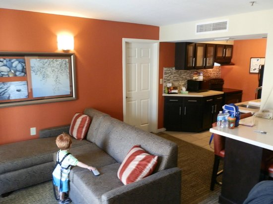 Staybridge Suites Lake Buena Vista: Lounge / Kitchen