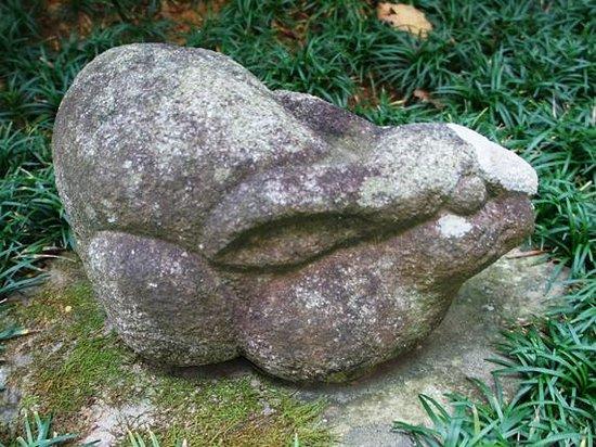 Hotsumisakiji Temple : ウサギの石