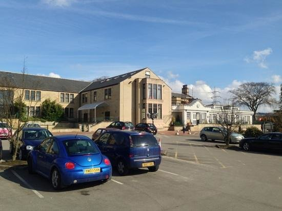 "Gomersal Park Hotel: A nice looking building, lacks a ""reception this way"" sign though!"