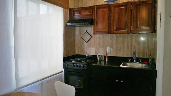 Olas Altas Suites: Kitchen area