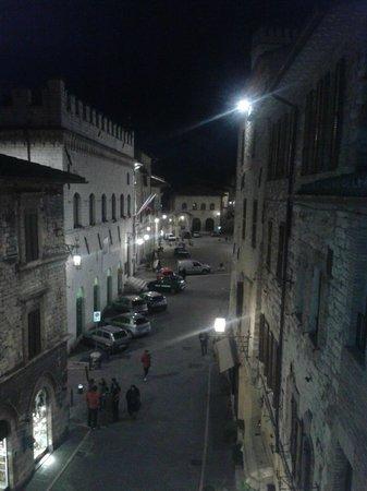 Hotel Dei Priori: vista notturna dalla camera