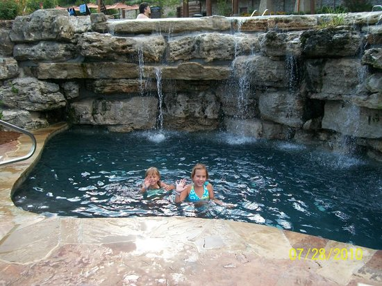 The Wilderness Club at Big Cedar: Indian Creek pool area