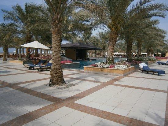 Doubletree by Hilton Ras Al Khaimah: Pool/Strandbereich