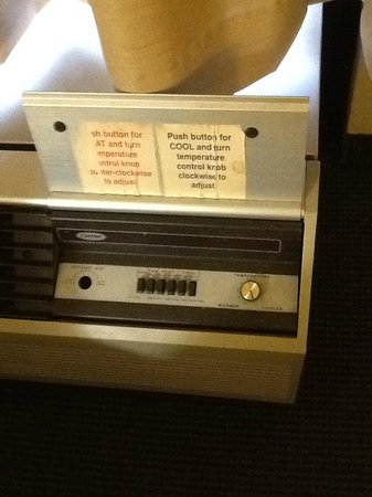 Hampton Inn Phoenix/Scottsdale at Shea Blvd: original air conditioner??