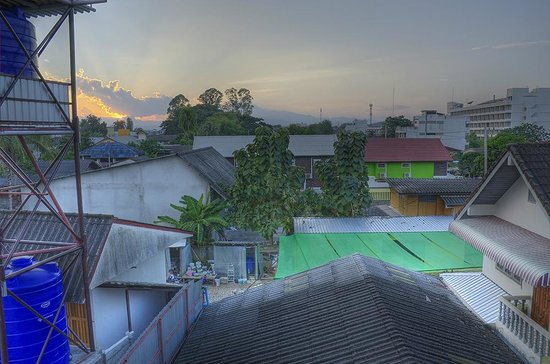 Baan Malai Guesthouse: Sunset from the 3rd Floor