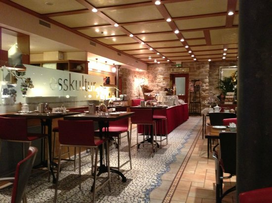 Hotel Krone Unterstrass: dining room for buffet breakfast