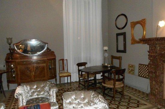 Circa 1905: Otra parte de la sala