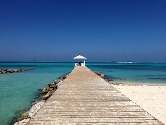 Beach Club Cafe: Pier access from the restaurant