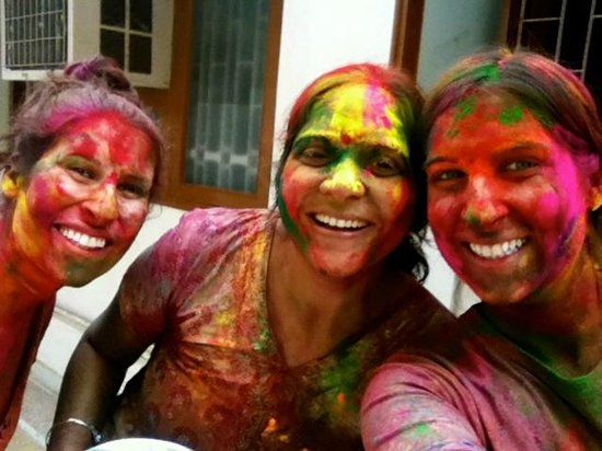 All Seasons Homestay Jaipur: Smiles during Holi :)