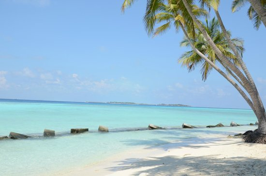 Kaani Beach Hotel: Beach