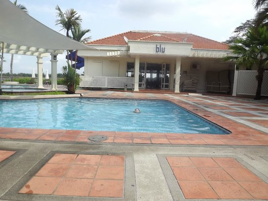 Riverside Serviced Apartments: Pool