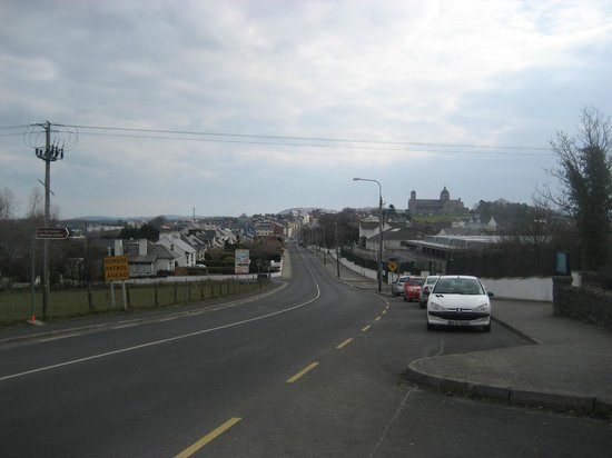 St. Patrick's High Cross: Main Road into town