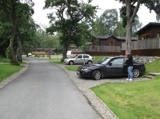 Parkdean - Tummel Valley Holiday Park: Road thro