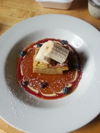 Mono Cliffs Inn: Bread pudding with banana and butterscotch