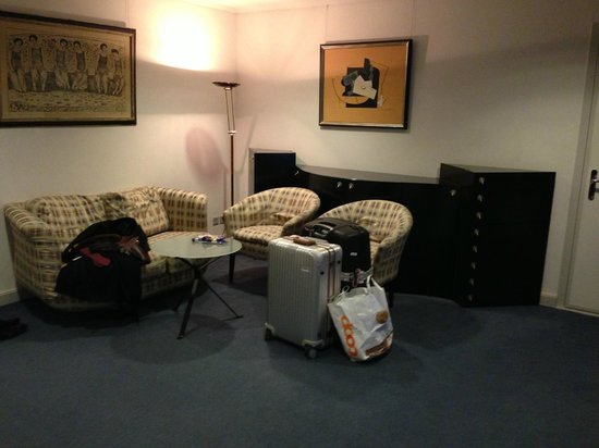 EMA House Hotel Suites: cheap faux 1930s furniture and worn carpet didnt help