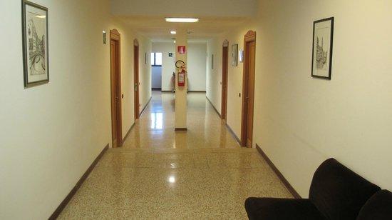 Casa Sant'Andrea: Dark Hallway? Nonsense